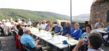 Bei schönem Wetter haben wir auf der Terrasse der Ebernburg gefeiert.